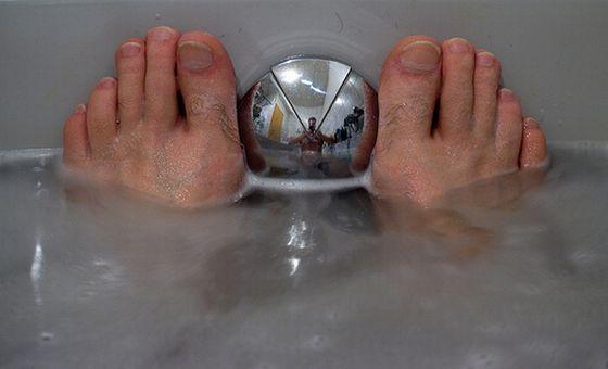 Mehr als nur Entspannung: Gymastik in der Badewanne. Foto: Flickr/Glatze mit Kamera