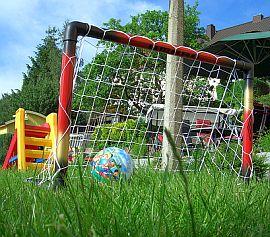 Fussball im Garten. Foto: Flickr/Christian Heindel
