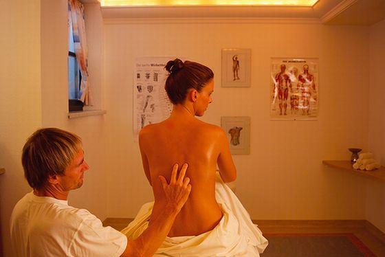 Rücken, Massage, Behandlung. Foto: Jagdschloessl/Flickr