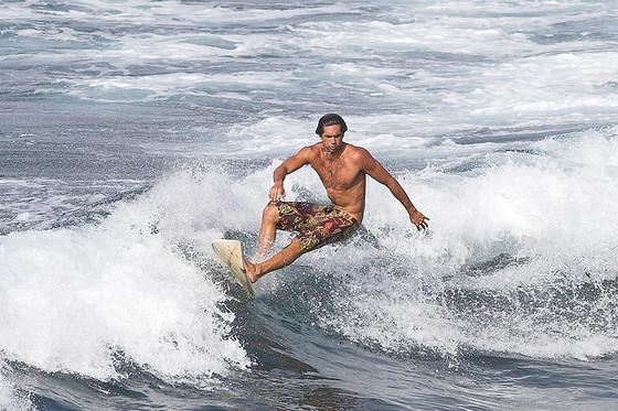Surfer © Flickr/Jim Bahn