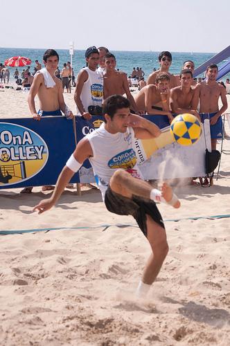 Footvolley: Ein Sport nicht nur für Männer/©flickr/asaf-keisar