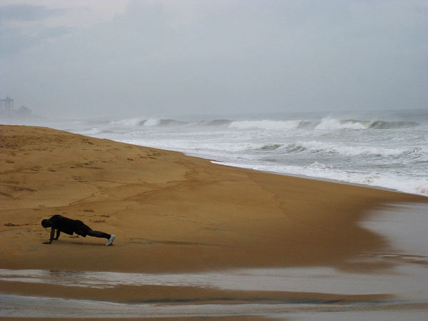 Liegestütze am Strand cc Abby flat-coat / Flickr