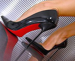 Stilettos © Flickr by stilet-heh
