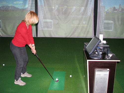 Indoor Golf © Flickr / GorillaGolfBlog